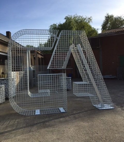 logo's en letters - schanskorven, steenkorven, schanskorven op maat, fabrikant, ART-fences