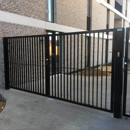 draaipoort, spijlenpoort, moderne poort, design poort