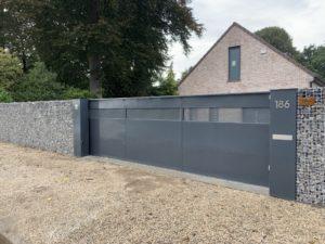 schuifpoort met aluminium panelen