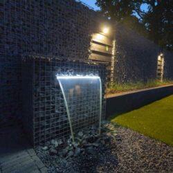 prachtige steenkorven waterval met ingebouwde led-verlichting